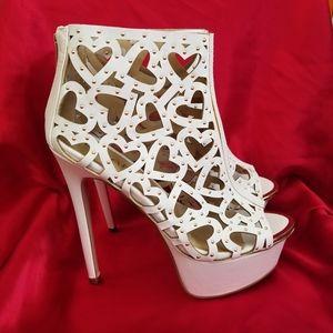 Sexy Liliana White & Gold Heart Heels 7.5